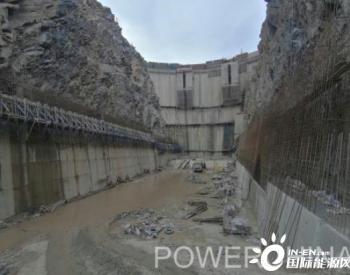 刚果(金)布桑加水电站水垫塘贴坡混凝土施工掀起