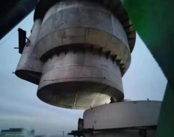 新天铁公司焦化厂顺利完成1号脱硫再生塔塔体吊装