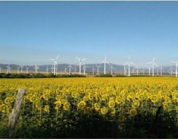 全国最大风电供暖示范项目首台<em>风机并网</em>