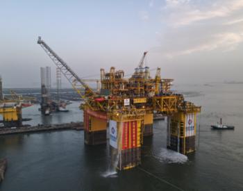 """全球首座十万吨级深水半潜式生产储油平台""""深海一号""""能源站交付启航"""