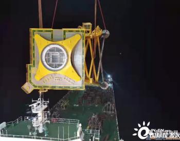 厦船重工承建的广东阳西沙扒二期01#、14#机位导管架安装到位