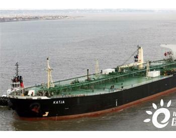 一艘伊朗油轮在过境苏伊士运河期间搁浅