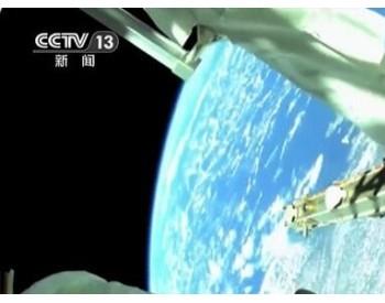 宇航员太空行走 安装太阳能电池组件