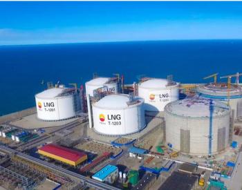 国内首座陆上LNG薄膜罐项目成功升顶