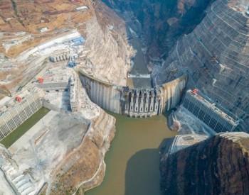 白鹤滩水电站左右岸首台百万千瓦水轮发电机组无水