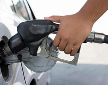 油价调整年内首搁浅 部分加油站优惠力度明显