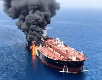 一油轮在叙利亚西北部港口附近遭袭起火