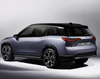 大力发展电动汽车的原因是,使用电可以减轻对环境的污染和破坏