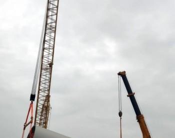 福建长乐外海海上风电场C区项目首台下段塔架顺利翻身