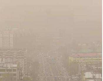 生态环境部:北方沙尘天气频发 全国空气质量优良天数比例下降约2.4个百分点