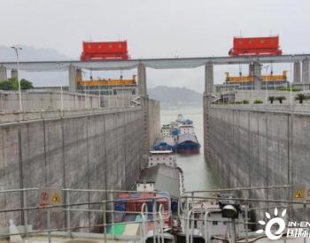 <em>LNG动力船</em>通过三峡船闸正式运行