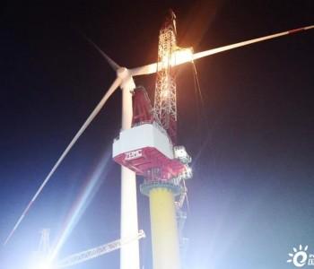 中国第一个竞争配置海上风电项目首台机组吊装完成