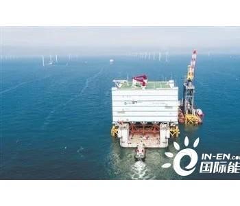 """潮汐力托举2.2万吨""""钢铁巨屋"""" 世界最大海上换流"""