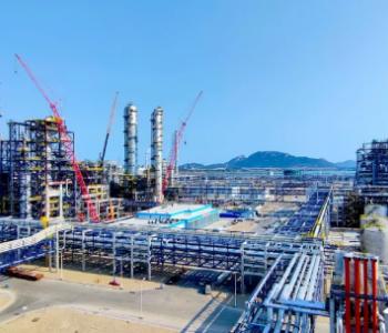 海峡两岸最大<em>石化产业</em>合作项目建成投产