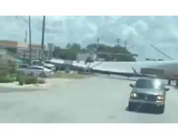 事故!火车撞上<em>风机叶片</em>运输车!