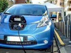 """""""缺芯""""潮下,如何消除新能源汽车焦虑"""