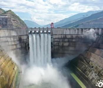 总装机1600万千瓦!白鹤滩水电站大坝表孔首次过流