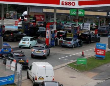 """恐慌性加油 英国<em>石油公司</em>30%英国加油站""""快干了""""!"""