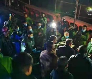 黑龙江七台河矿震事故:1名被困矿工安全升井