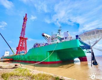 3000吨起重船交船 助力海上风电项目建设